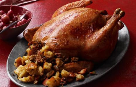 Курица с хлебом и картошкой в духовке