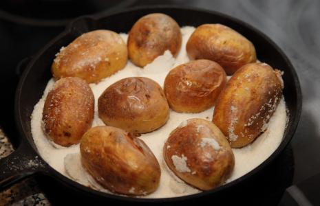 Картошка в соли в духовке
